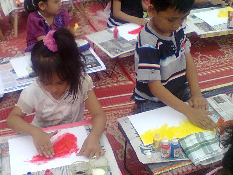 kids painting Indonesia